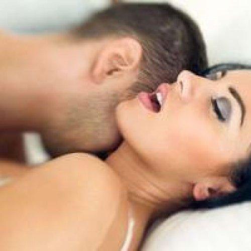 Pornosterren geven lessen in orale seks